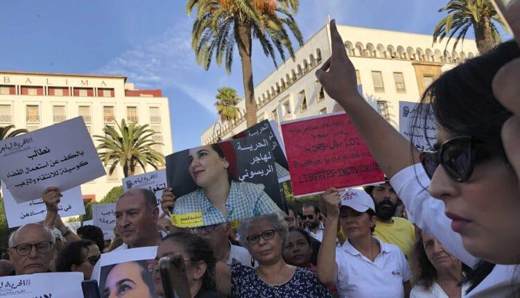 احتجاج في المغرب- الصحفيات يعانين من واقع مرير