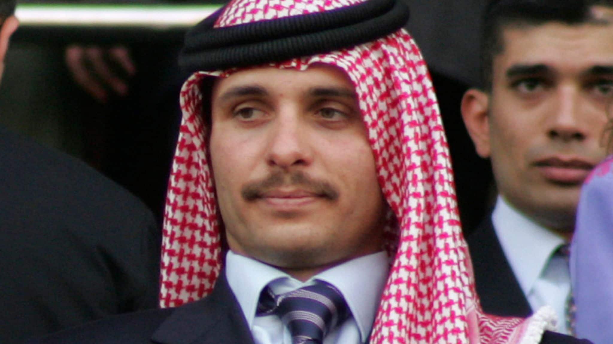 نشر تسريبات مثيرة للإتصالات بين الأمير حمزة والشريف حسن بن زيد بـ(قضية الفتنة)