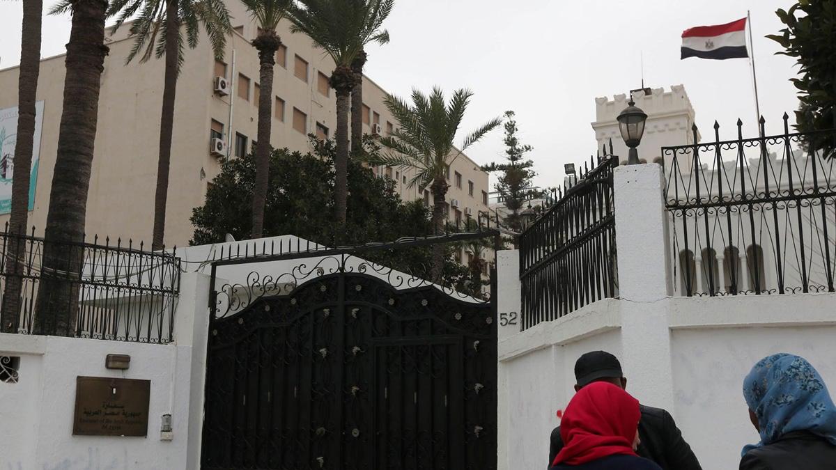 السفارة المصرية في ليبيا تصدر بياناً يوضح حقيقة اقتحامها وسرقة 5 سيارات دبلوماسية