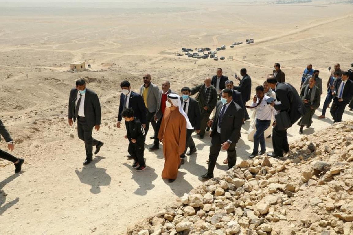 سقط نائب (الجن والعفاريت) صديق السفير الإماراتي بعد أن هرب آلاف القطع الأثرية إلى أبوظبي (فيديو)