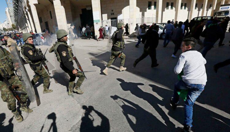 السلطة الفلسطينية تقمع المتظاهرين في رام الله