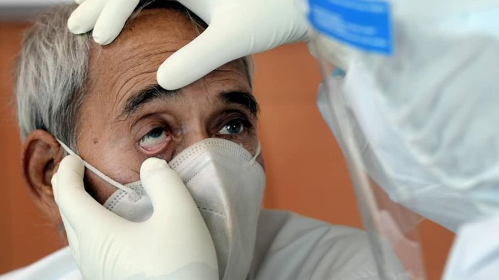 ماذا قال طبيب عُماني عن الفطر الأسود بعد اكتشاف 3 حالات في السلطنة!؟ (شاهد)