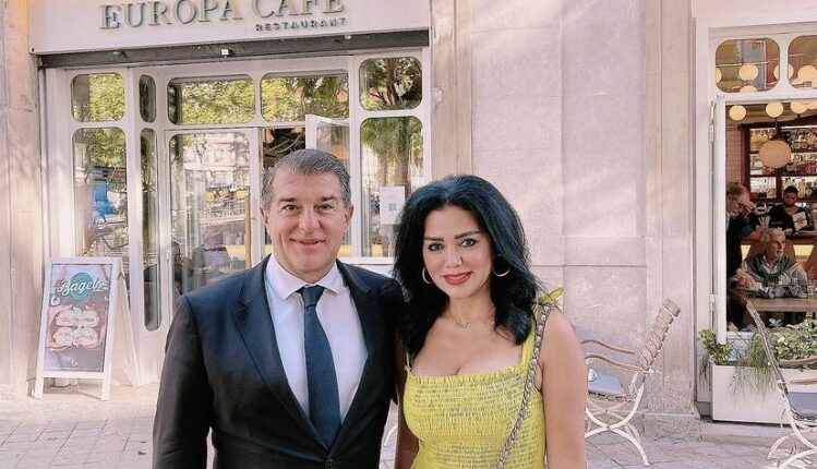 رانيا يوسف تهدد جمهورها بعد صورة جمعتها مع لابورتا