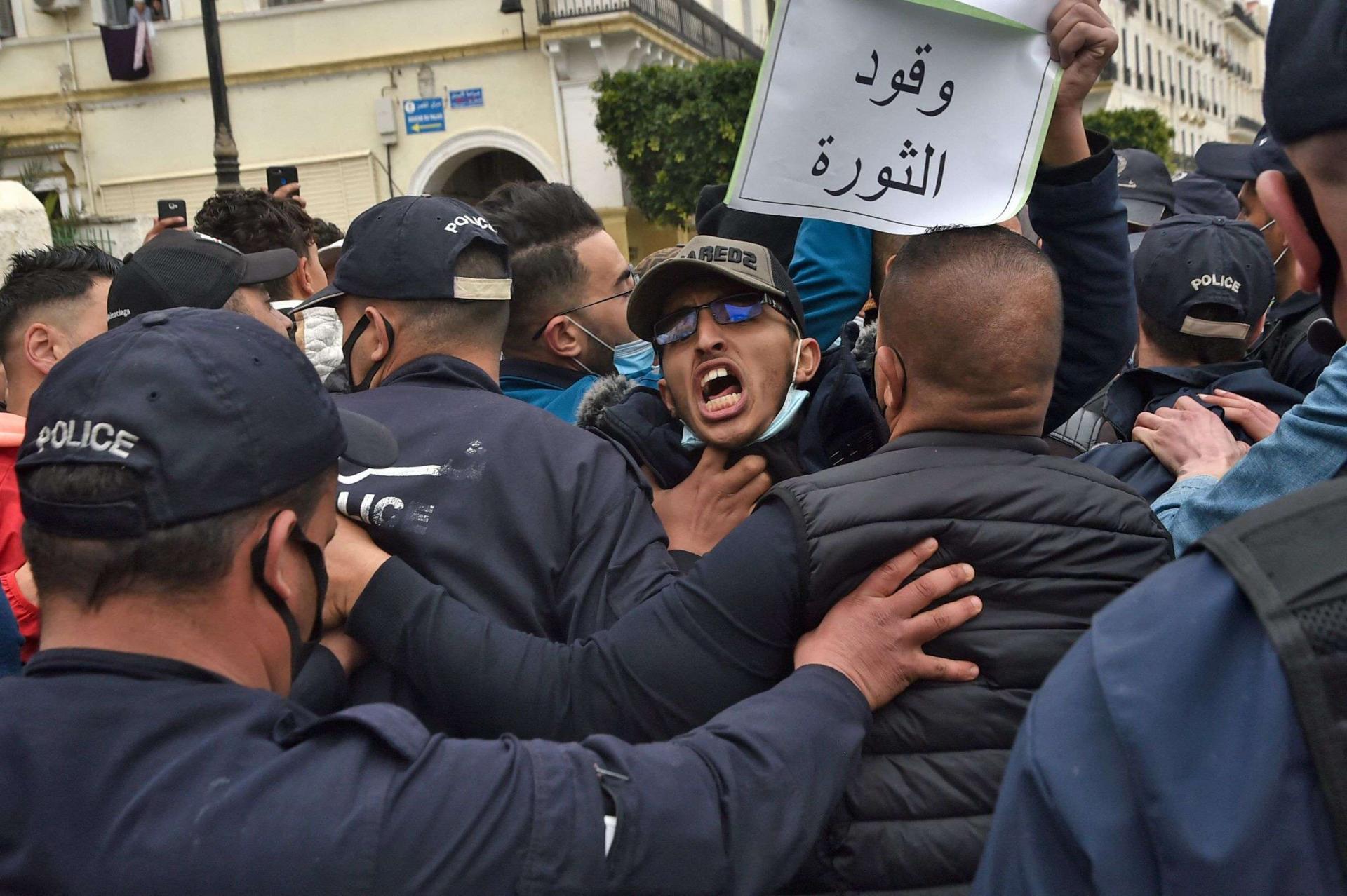 القمع في الجزائر