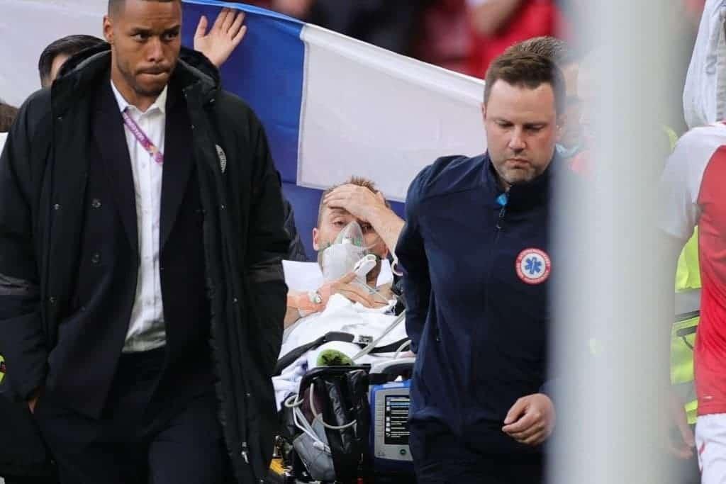 سقط مغشيًا عليه وتوقف قلبه .. شاهد تفاصيل حادثة اللاعب الدنماركي إريكسن