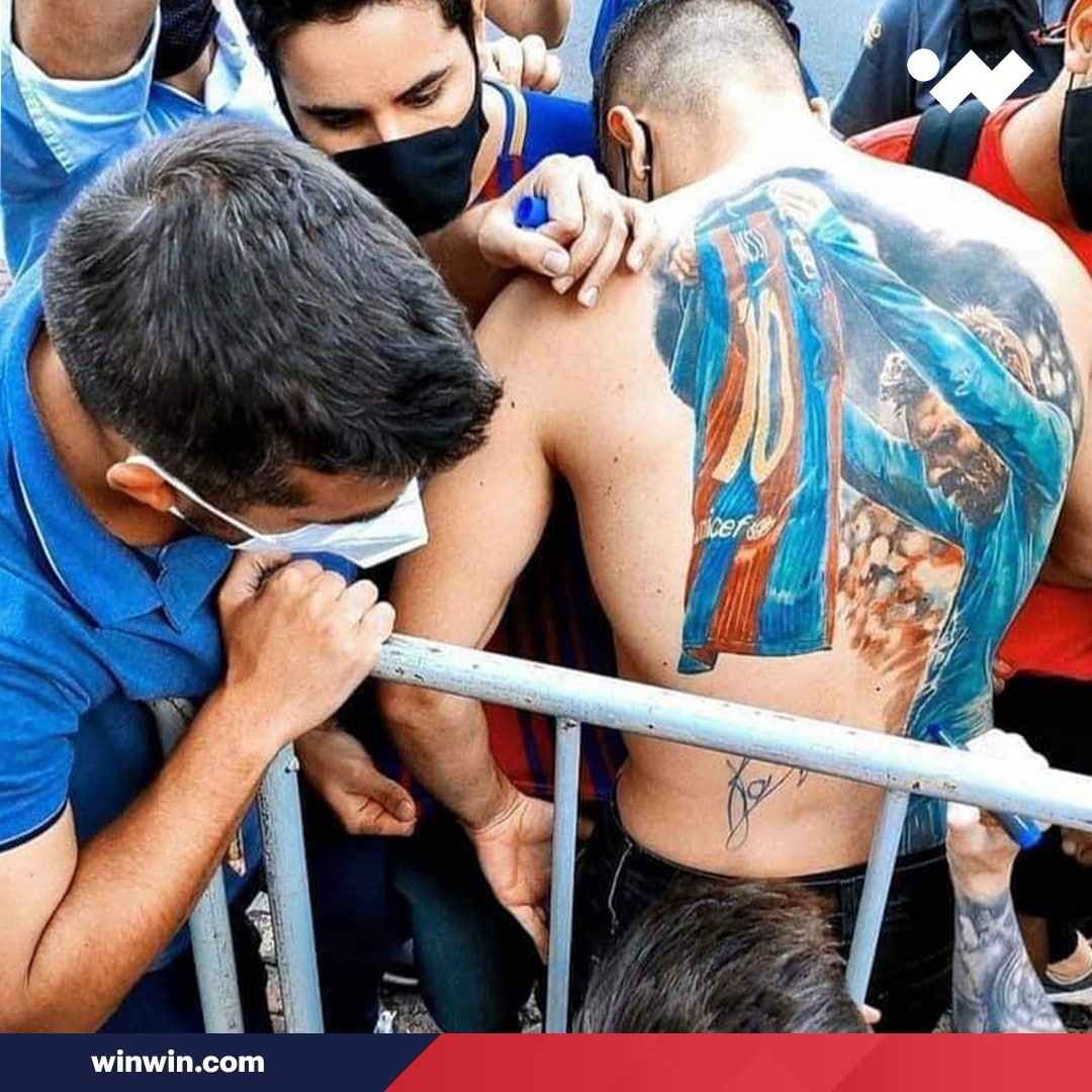 ميسي يوفي بوعده لمشجع برازيلي بعد قيامه بوشم صورة البرغوث على ظهره .. شاهد ماذا فعل؟!