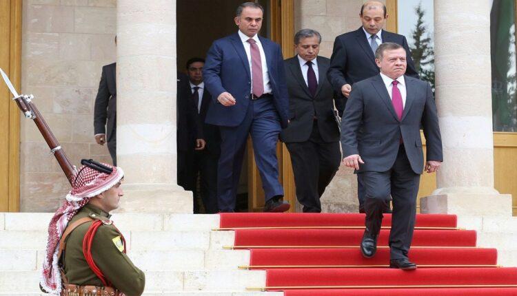 الملك الأردن يفوض سمير الرفاعي لاجراء اصلاحات سياسية