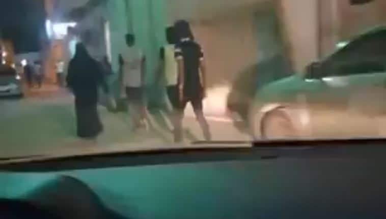 سائق يوثق بيع مخدرات ودعارة في أحد أحياء جدة