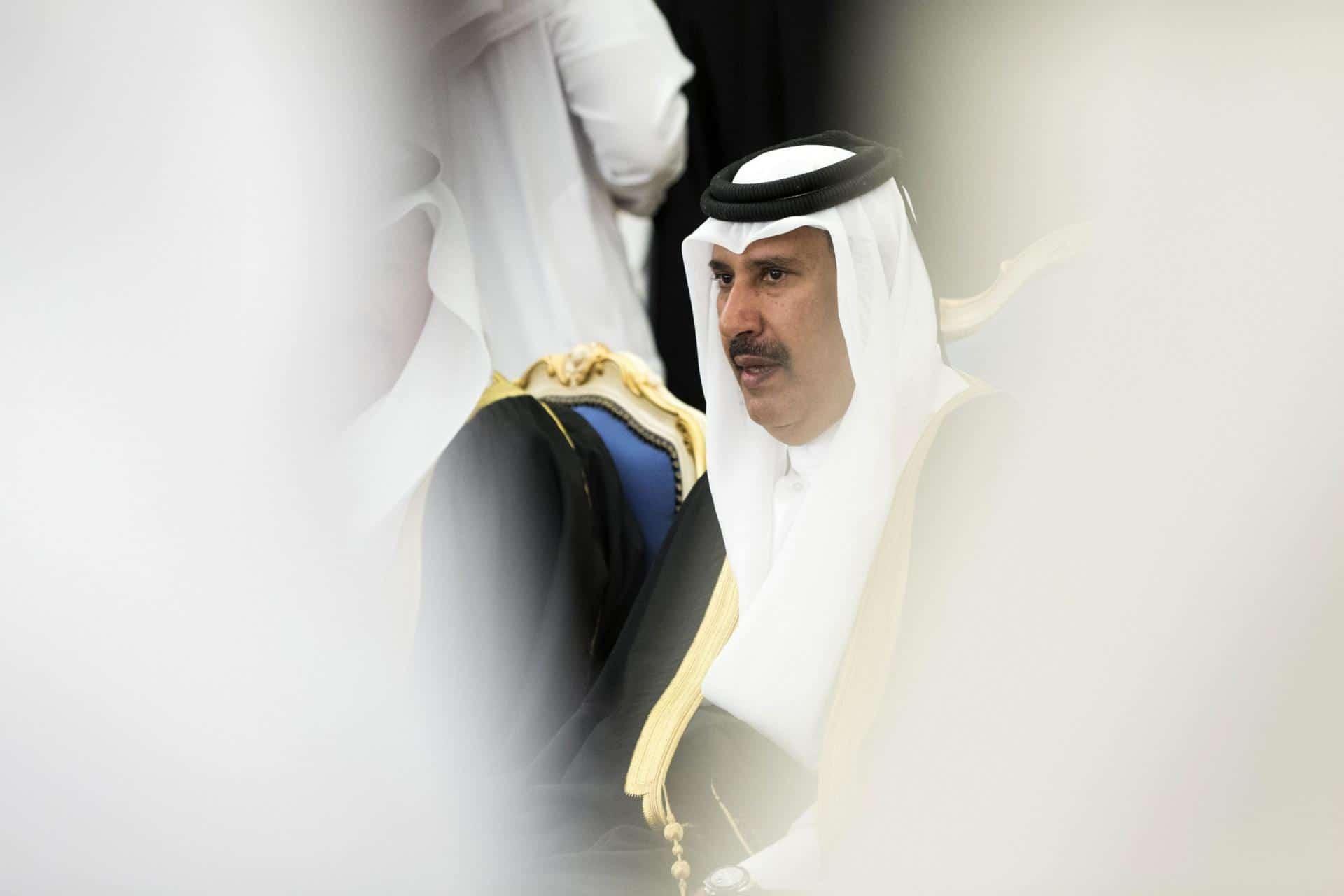 مقال في صحيفة أخبار الخليج البحرينية للكاتب محميد المحميد يسيء للشيخ حمد بن جاسم