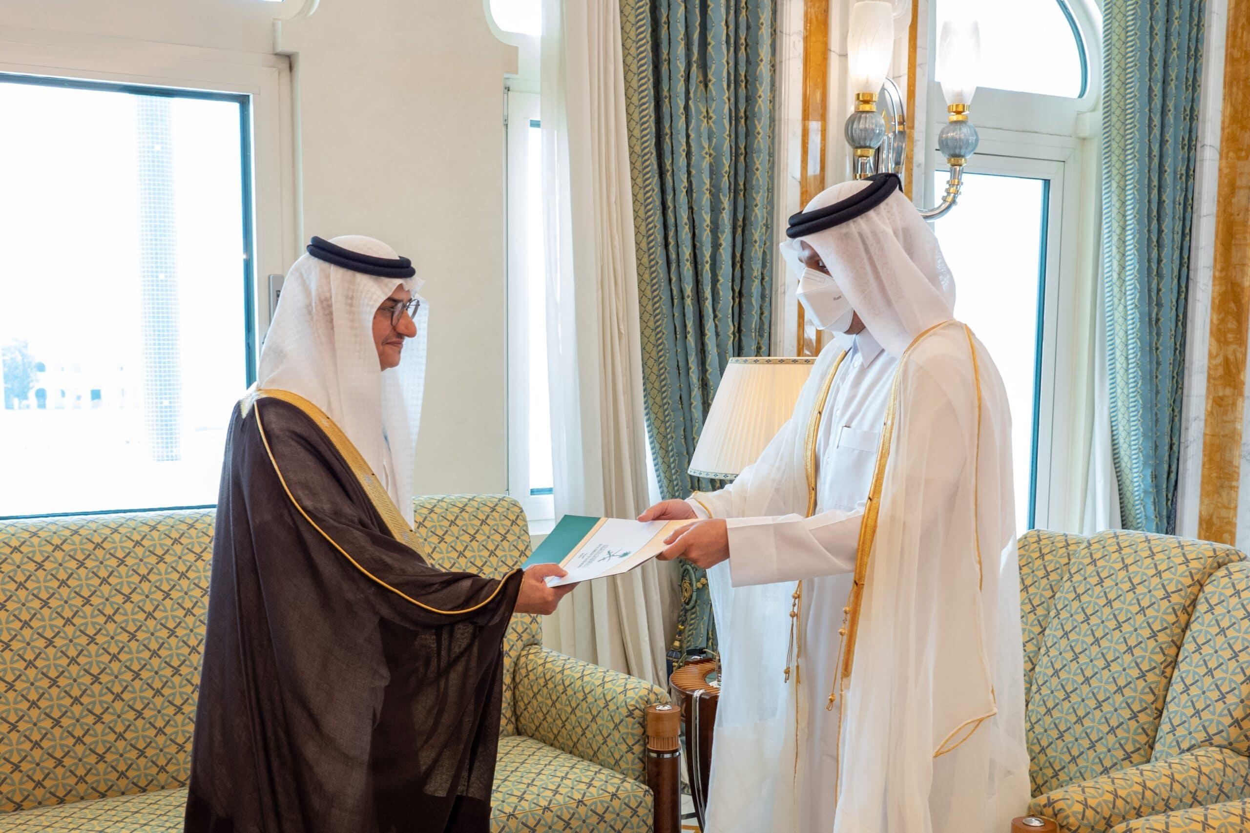 من هو الأمير منصور بن خالد الذي عينته السعودية سفيراً لها في الدوحة