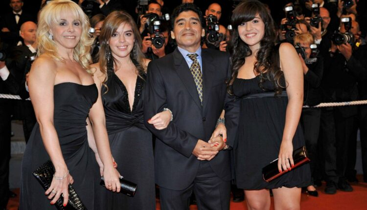ابنة مارادونا ورفض المزاد العلني لبيع ممتلكات والدها