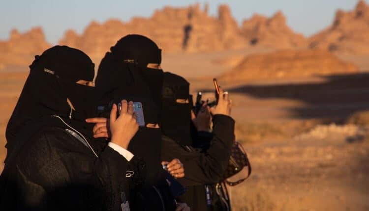 هآرتس تكشف عن شراء السعودية تكنولوجيا تجسس تسمح باختراق الهواتف