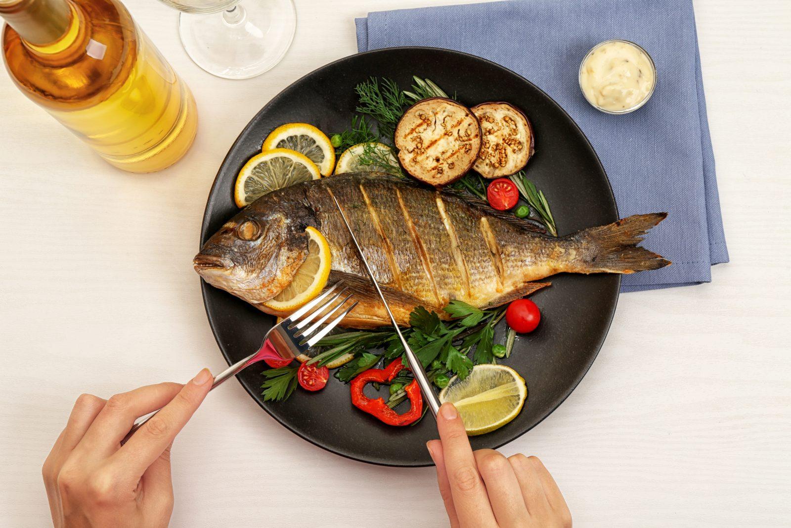 خمسة أسباب ستجعلك تتناول السمك يومياً!