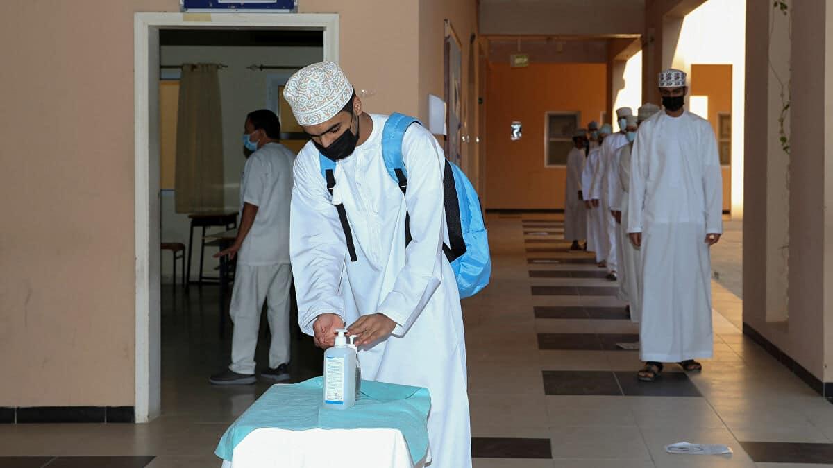 (يوم عصيب وأرقام مرعبة).. صحيفة عُمان الرسمية تحذر العمانيين من تفشي فيروس كورونا