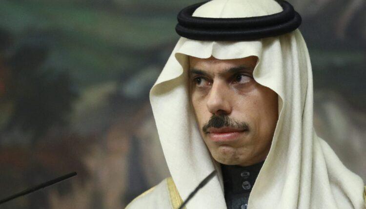 صور فيصل بن فرحان بدون الزي السعودي تثير ضجة