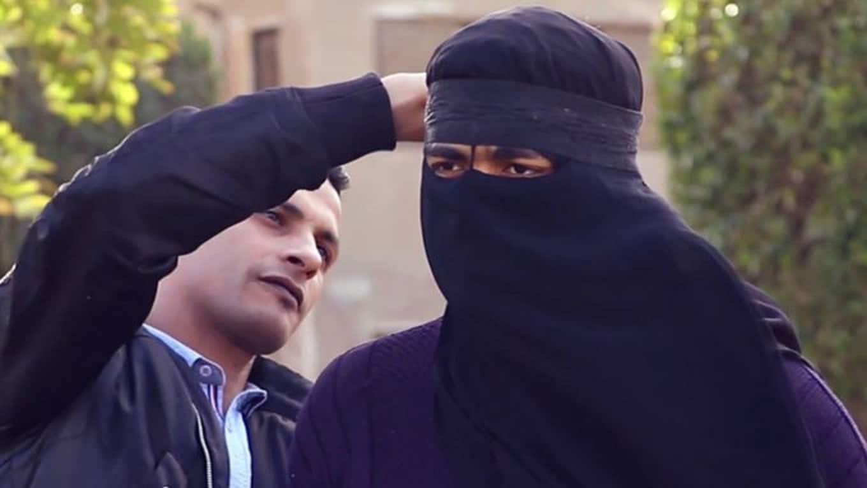 كويتي يتخفى بعباءة للقاء عشيقته