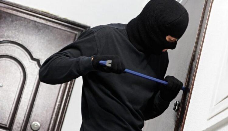 ممثل شهير يبلغ عن سرقة 9 آلاف دينار من مكتبه في الكويت