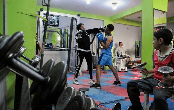 مدربة للرجال في رياضة الملاكمة في أحد الأرياف المصرية
