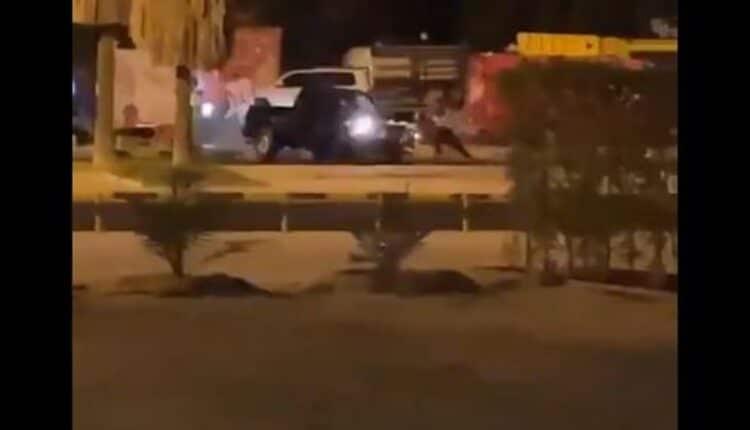 مشاجرة خطرة بين مجموعة شباب في منطقة الروضة في الكويت