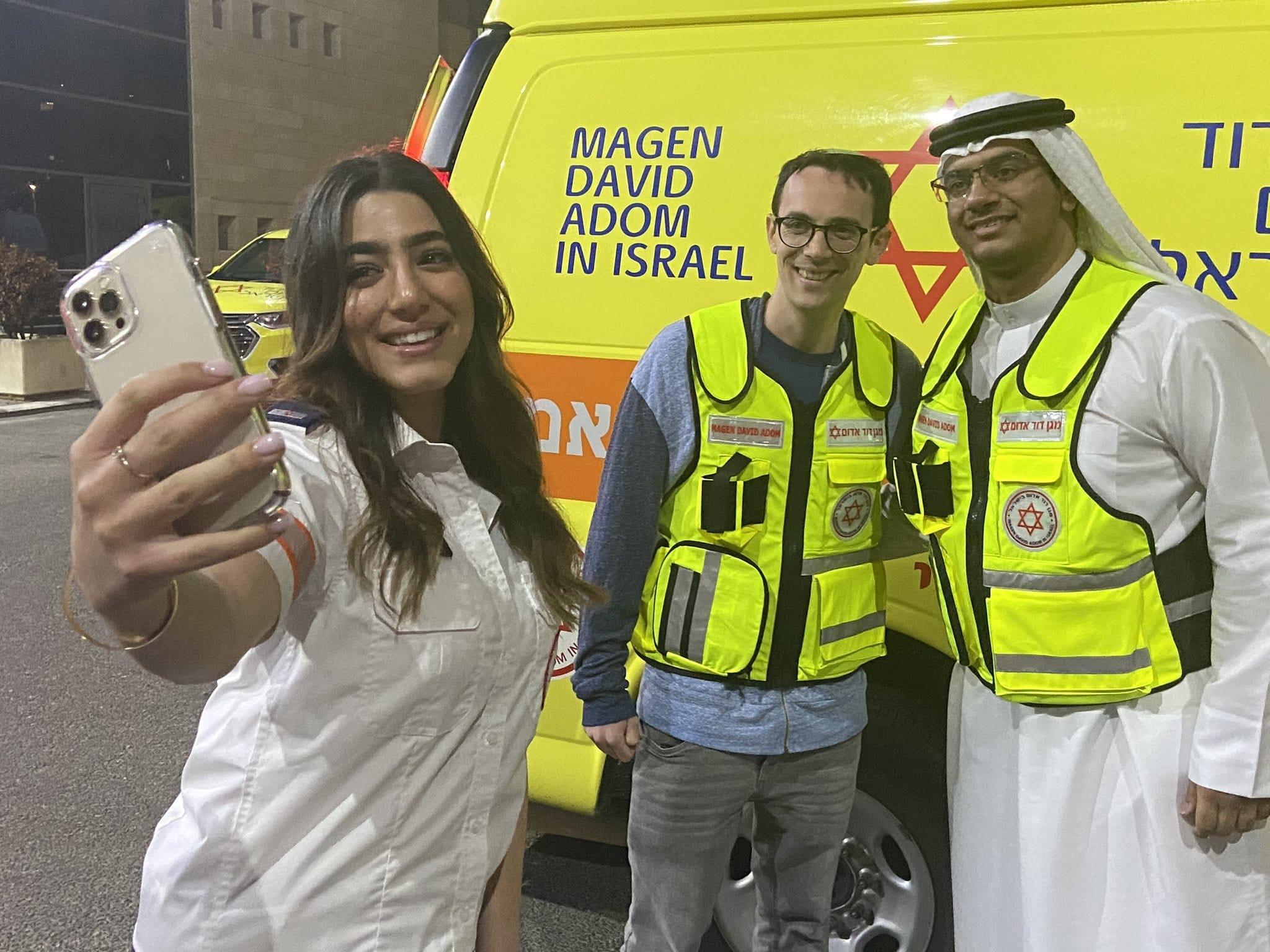 مغاربة وإماراتيون في فيلم ترويجي للتطبيع مع إسرائيل تحت رعاية نجمة داوود الحمراء (شاهد)