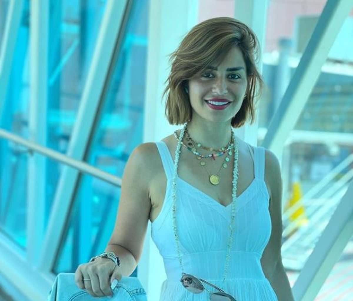 منة فضالي ترتدي مايوه احتفالاً بحصولها على الإقامة الذهبية في دبي!