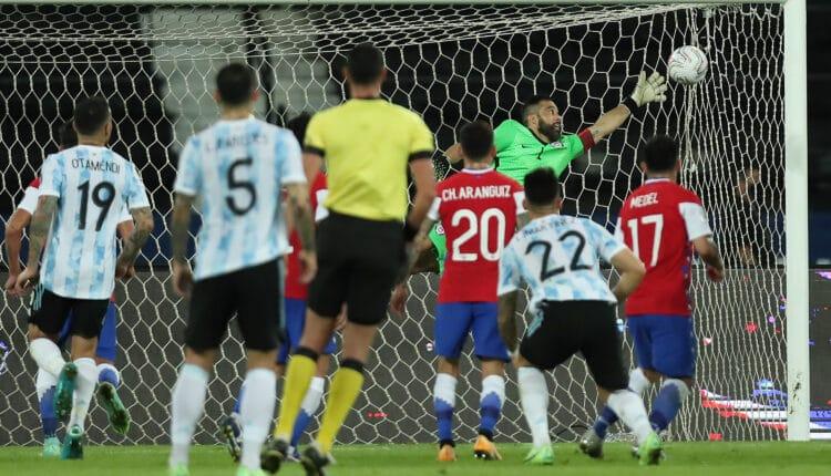 الأرجنتين يحقق الفوز على نظيره الأوروغواي بهدف نظيف