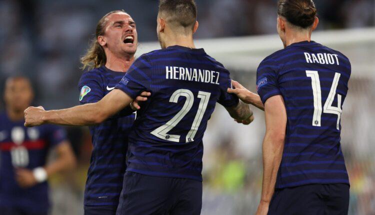 احتفال منتخب فرنسا بعد فوزه على ألمانيا