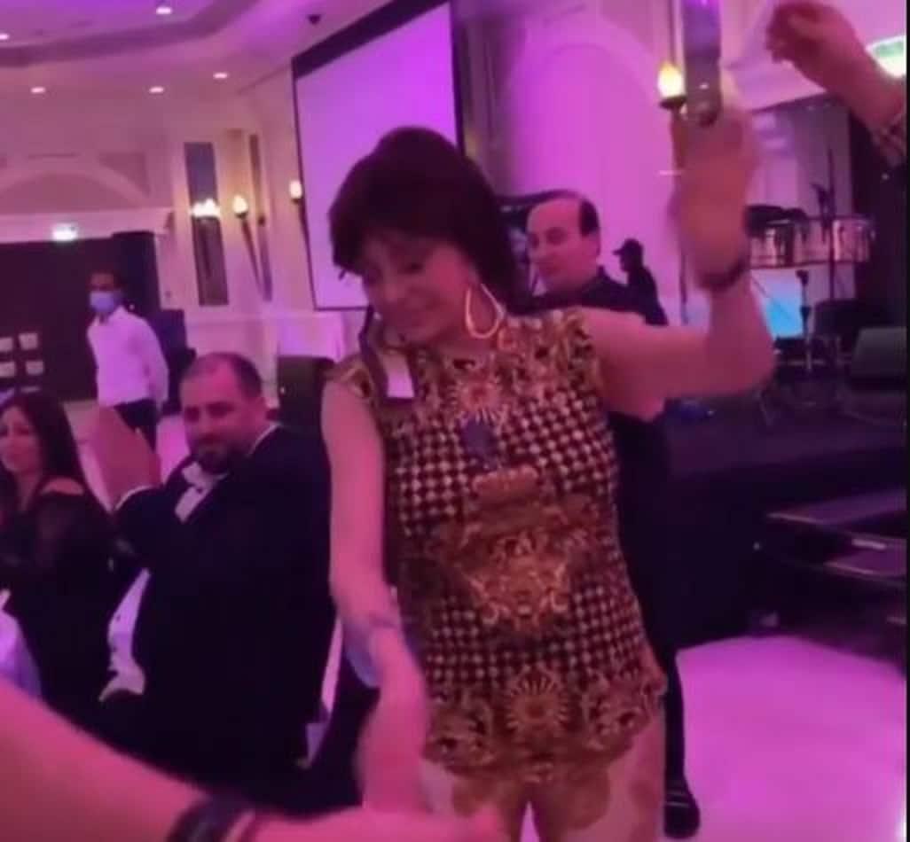 نبيلة عبيد تؤدي وصلة رقص في دبي