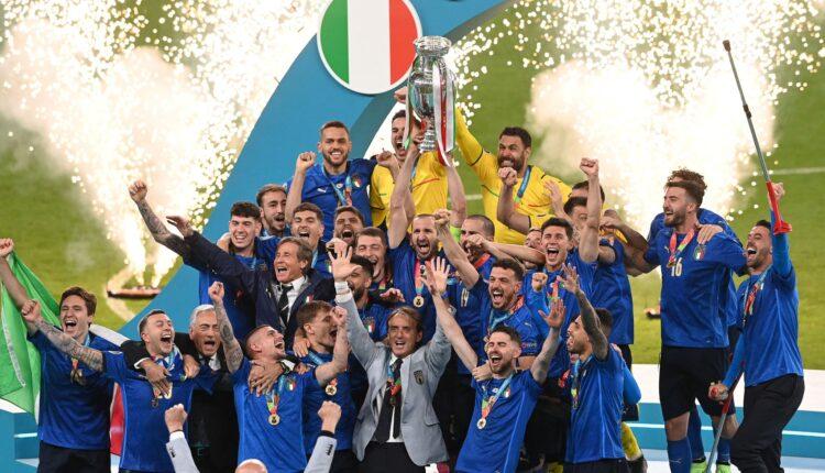 إيطاليا والاحتفال بالتتويج بلقب اليورو في ملعب ويمبلي