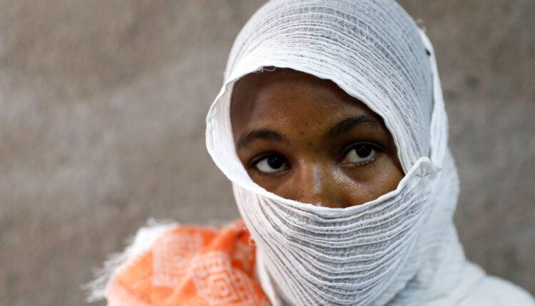 اجبار المهاجرات المحتجزات بمعسكرات الاعتقال في ليبيا على ممارسة الجنس