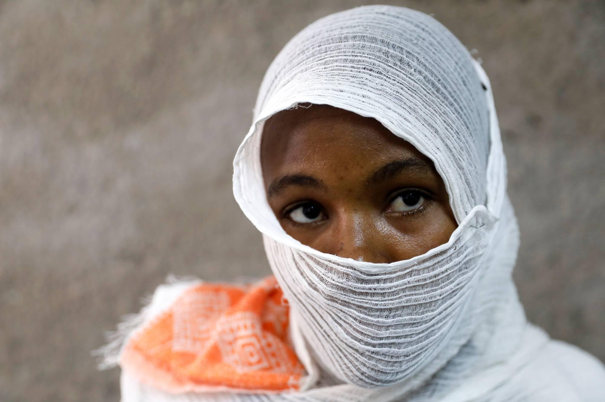 تقرير صادم: حراس معسكرات الاعتقال في ليبيا يجبرون النساء والحوامل على الجنس مقابل الطعام والمياه!