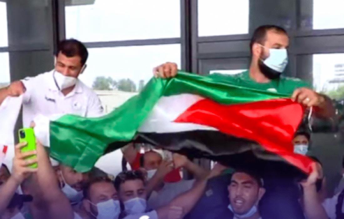 شاهد الاستقبال الجماهيري الحافل لبطل الجودو الجزائري فتحي نورين بعد عودته إلى بلاده