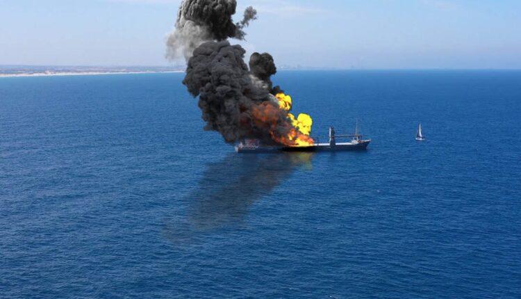 انباء عن اشتعال النار في سفينة شحن إسرائيلية في شمال المحيط الهندي