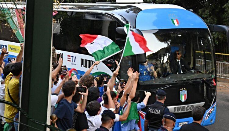 نجوم منتخب إيطاليا والاستقبال الحاشد بعد التتويج بلقب اليورو