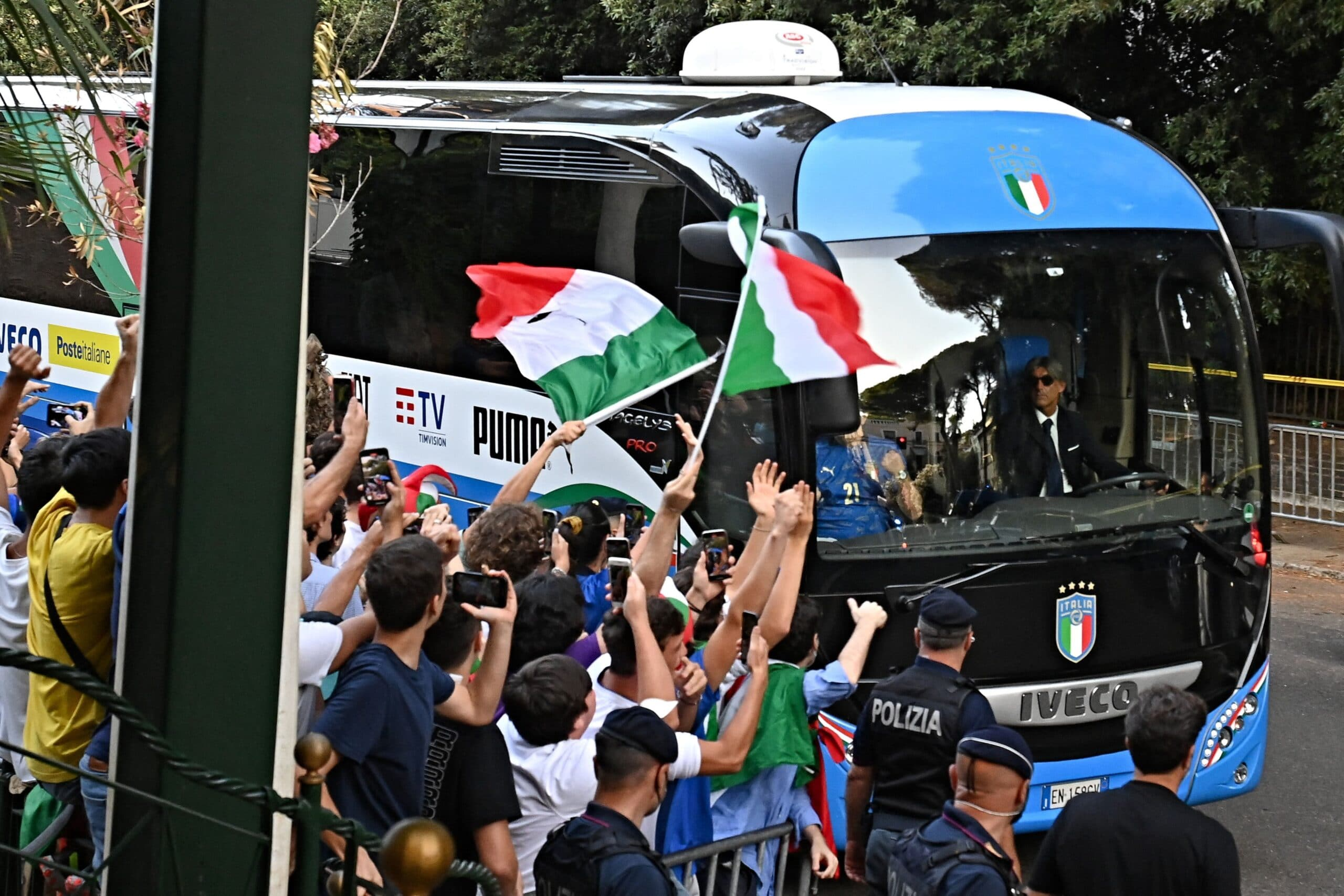 """""""شاهد"""" الاستقبال الشعبي لنجوم منتخب إيطاليا بعد تتويجه بلقب اليورو"""