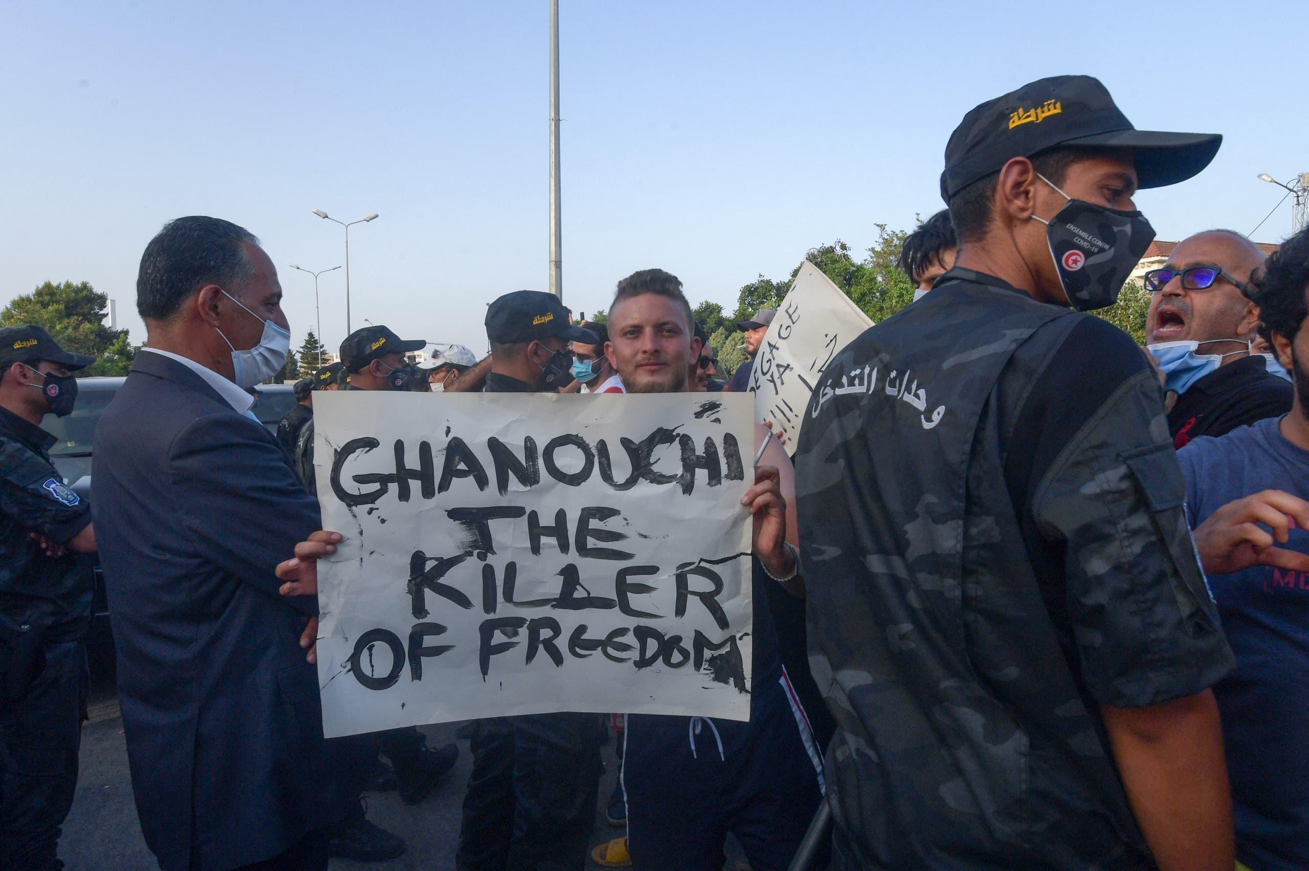 شمس الدين النقاز يحمل سلطة الانقلاب في تونس المسؤولية عن حياته