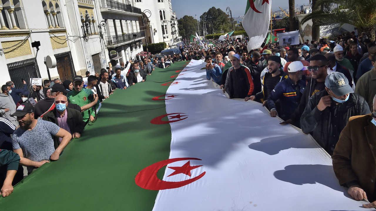 """مجلة لوبوان الفرنسية تتحدث عن """"انفجار"""" لاجهزة الاستخبارات الجزائرية"""