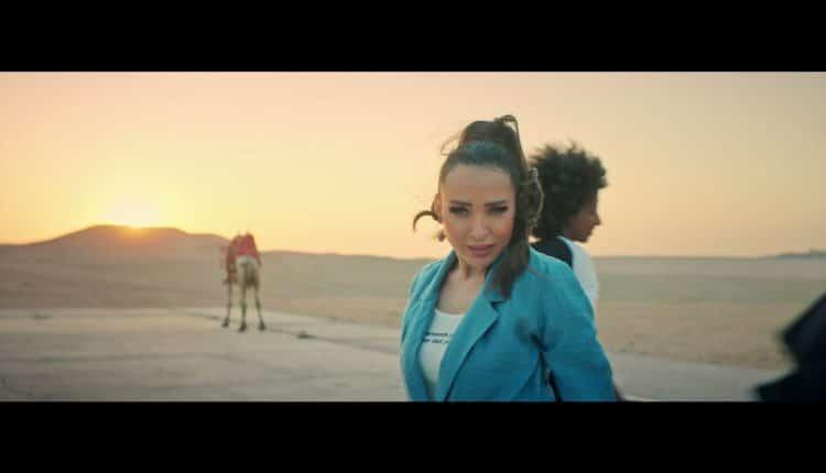الفنانة ساندي ترقص فوق الاهرامات
