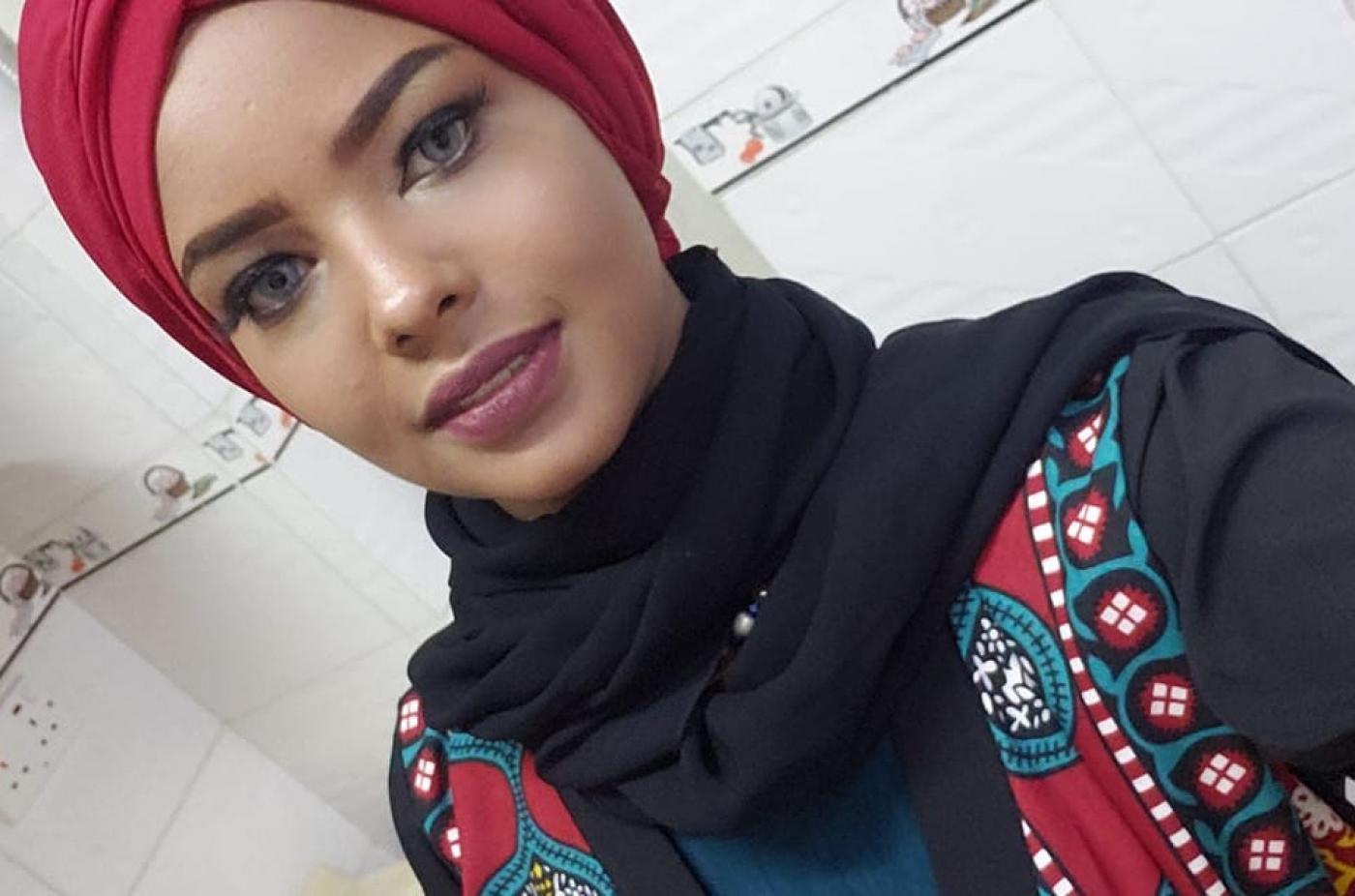 جماعات حقوقية تؤكد محاولة انتصار الحمادي عارضة الأزياء اليمنية البارزة الانتحار في سجن للحوثيين