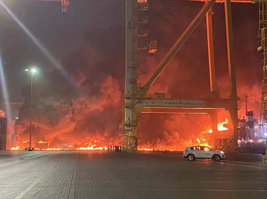 فيديو يظهر اللحظات الأولى لانفجار دبي الضخم (شاهد)
