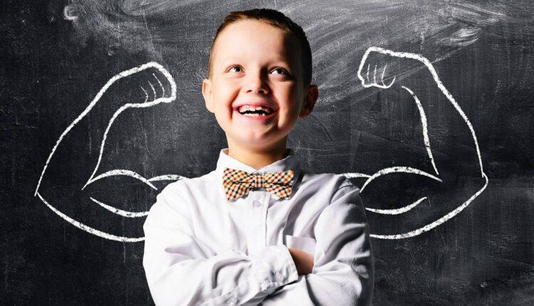 طبيبة نفسية تحدد 3 أمور يفعلها الآباء الذين يربون أطفالًا يتمتعون بالثقة والقوة الذهنية