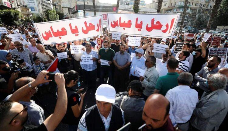 تظاهرة منددة بمقتل نزار بنات في رام الله