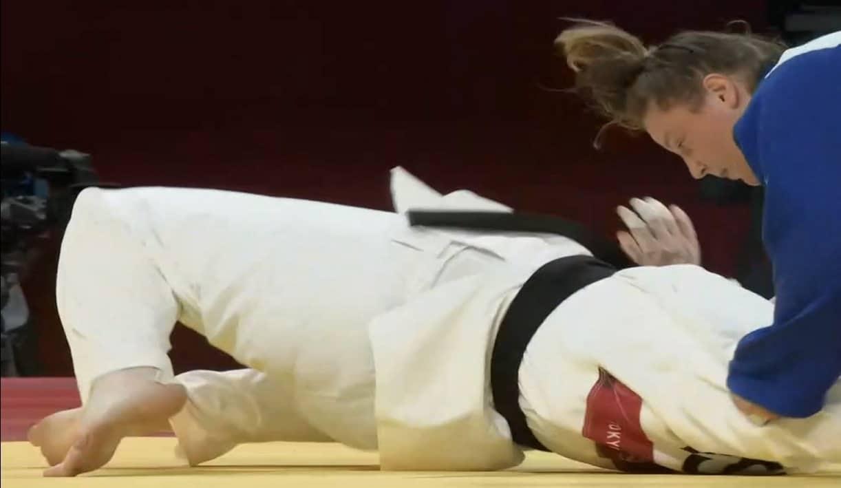 لاعبة الجودو السعودية تهاني القحطاني منيت بهزيمة قاسية في ثوان معدودة على يد اللاعبة الإسرائيلية راز هيرشكو