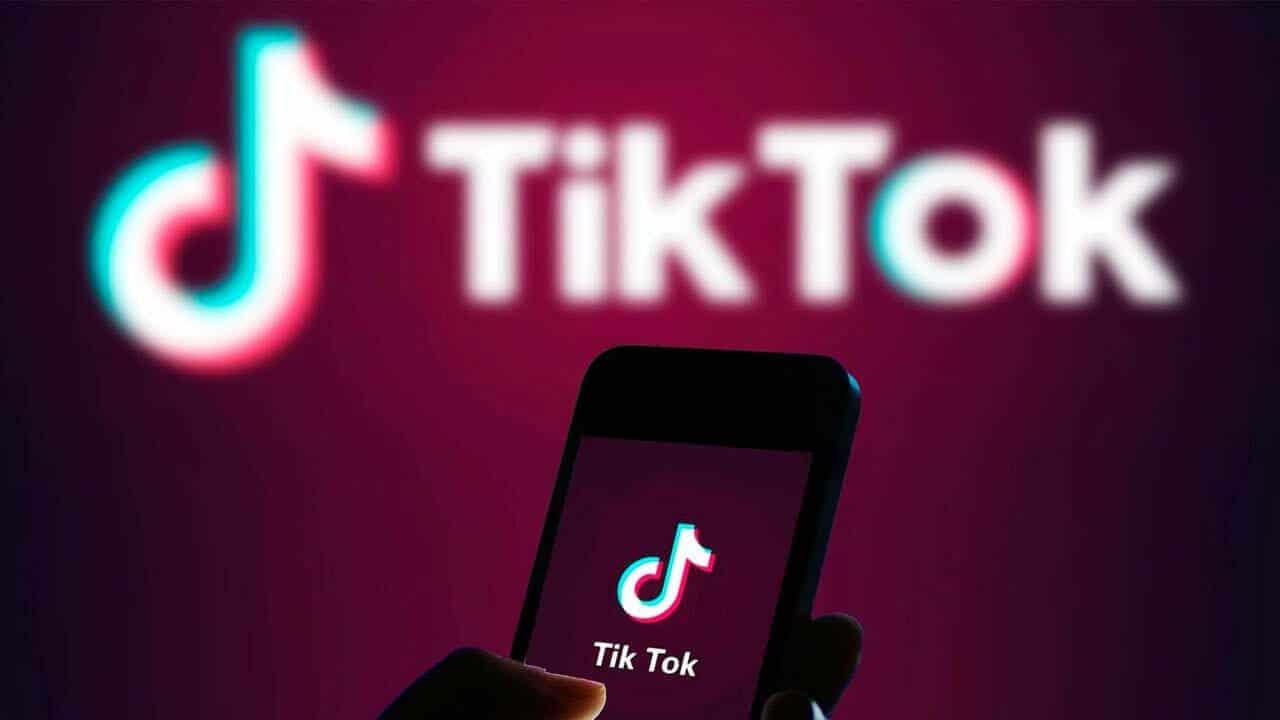 """أكاديمية عمانية تدعو لحظر """"تيك توك"""" في السلطنة: """"انحلال تقشعر منه الأبدان"""""""