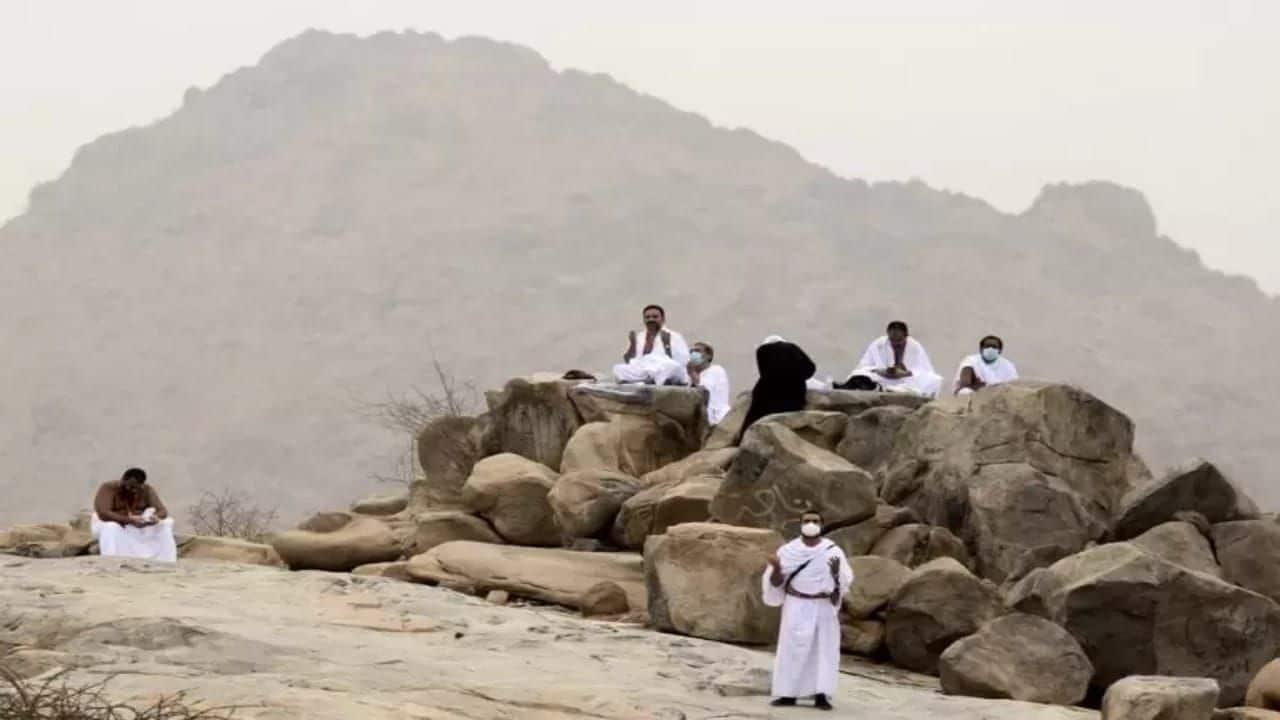 ضيوف الرحمن يتوافدون إلى صعيد عرفات.. ما قصة يوم عرفة الذي يعد الركن الأعظم في الحج؟