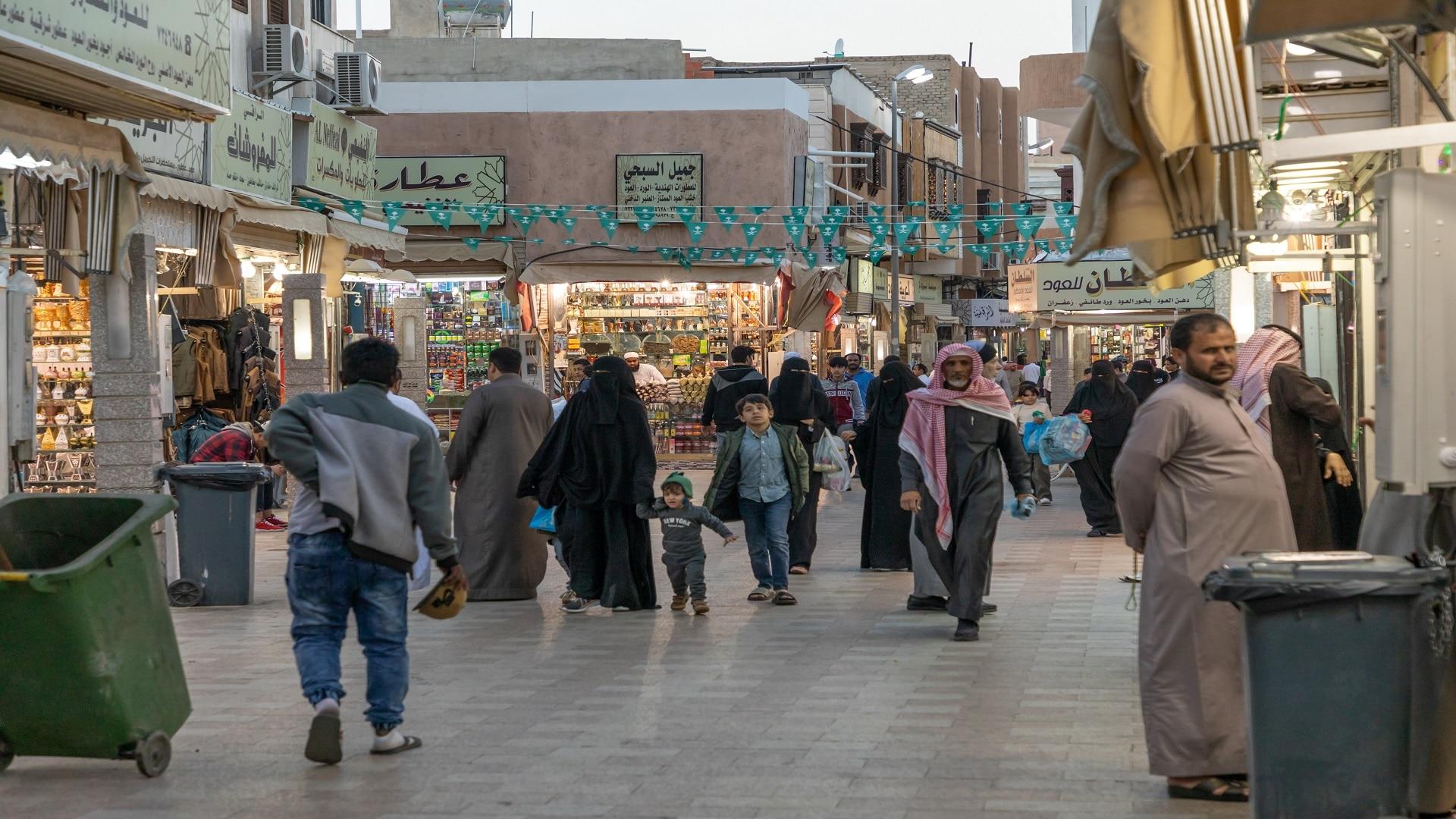بعد خلاف الإمارات والسعودية.. حملة سعودية لمقاطعة بضائع جبل علي تلقى تفاعلاً واسعاً