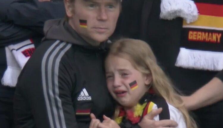 طفلة ألمانية وحزنها بحرقة تثير سخرية الإنجليز عبر مواقع التواصل الاجتماعي