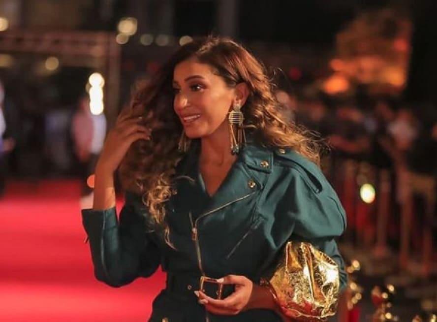 دينا الشربيني تتعرض لموقف مُحرج بسبب عمرو دياب جعلها تنسحب فوراً من أمام الكاميرات!
