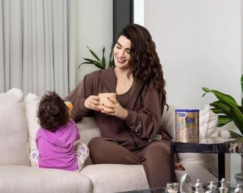 أعلنت الفاشينيستا الكويتية روان بن حسين وفاة والدتها بعد صراع مع المرض ومكوثها في غيبوبة منذ أشهر