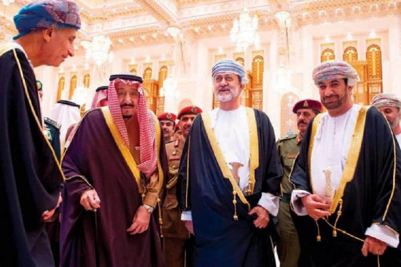 """""""سلطان عمان ضيف الملك سلمان وأغنية أسود العرين"""".. هكذا احتفى سعوديون وعمانيون باللقاء المرتقب"""